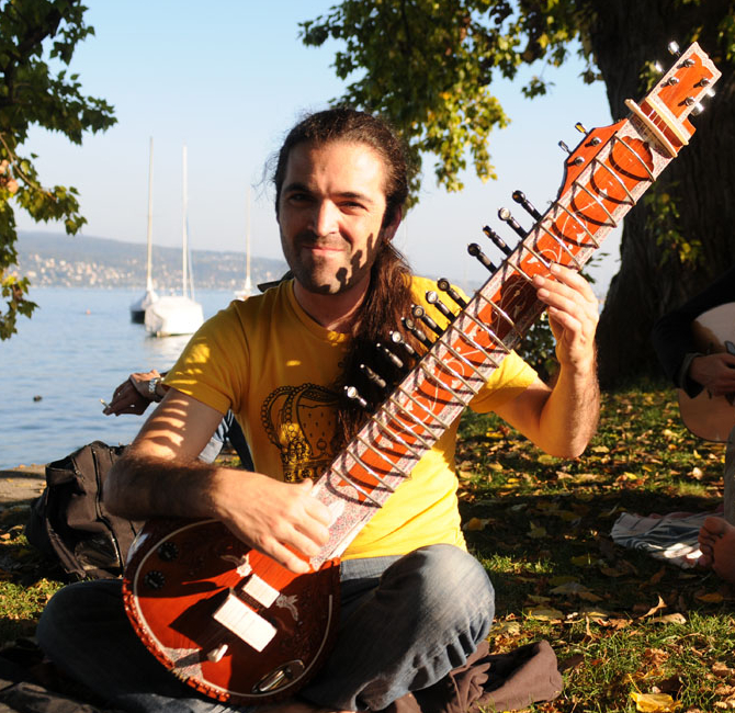 Foto: Swiss Sitar Player Claudio Zopfi by Rafael Wiedenmeier